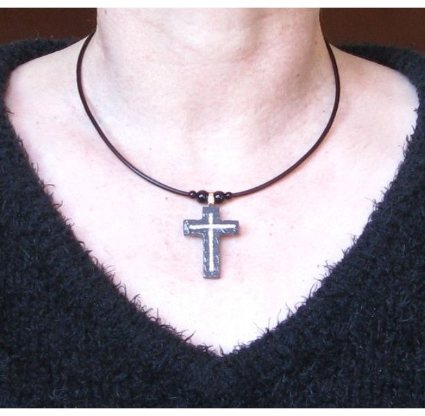 Pendentif croix en ardoise personnalisable création artisanale
