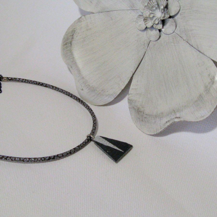 Pendentif pour Femme en Ardoise et Argent sur Cordon Cuir, Création Unique