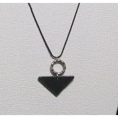 pendentif moderne très tendance en ardoise et métal argent sur cordon noir