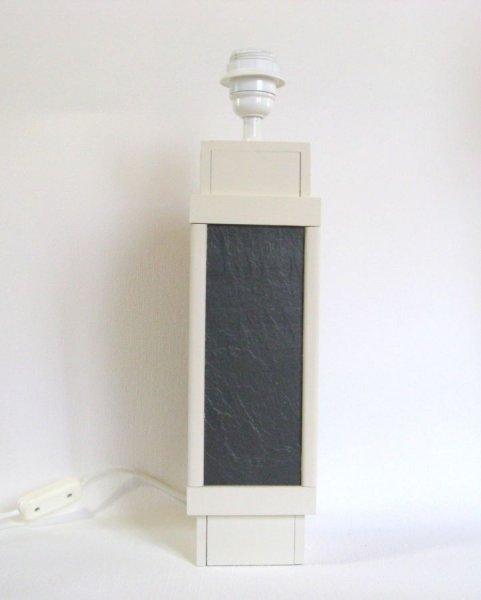 Un pied de lampe ardoise et bois blanc et noir, création artisanale