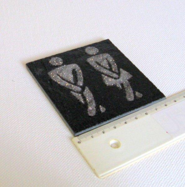 Plaque de Porte Humoristique pour les Toilettes réalisée en Ardoise Emaillée Argent, a Poser sans Trou, Création Artisanale