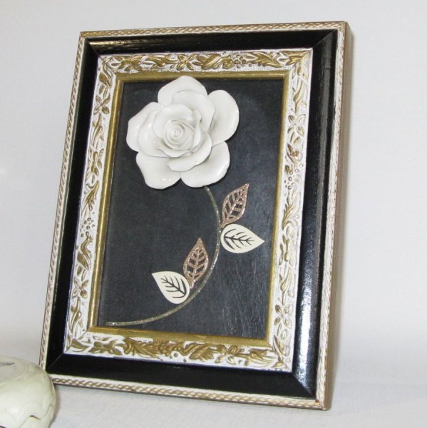Tableau Floral sur Ardoise avec Rose en Céramique, Création Unique