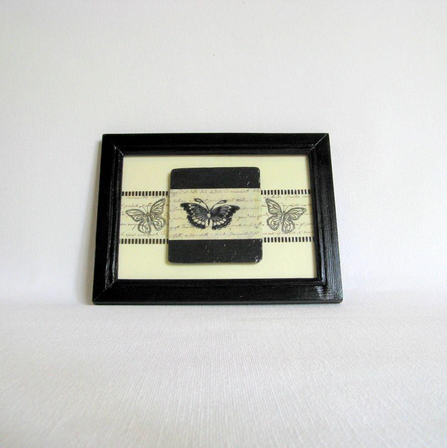 Tableau Papillon Vintage en Ardoise dans un Cadre Noir, Création Unique et Artisanale