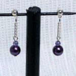boucles d'oreille style puce nacrée violet sur chaine