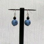 boucles d'oreille fimo bleu sur hameçon argenté