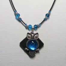 collier pendentif grosse chouette turquoise sur silicone et perles