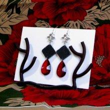 Longue paire de Boucles d'oreille pour Femme en Ardoise et Perle Rouge, Création Unique
