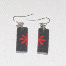 boucles d'oreille fleur rouge émaillé sur ardoise, pendants pour oreilles percées