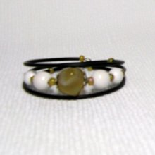 bracelet beige et blanc