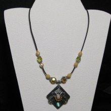 collier pendentif baroque sur silicone noir