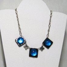 collier plastron cabochon bleu sur ardoise montage chaine argentée