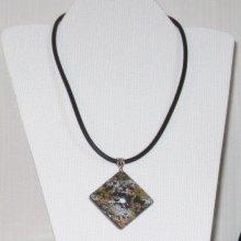 pendentif ardoise feuilles métallique or, argent et cuivre sur cordon tressé simili cuir