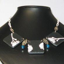 collier plastron fleur émaillée sur ardoise, création unique