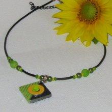 Collier Ras du Cou pour Femme en Ardoise motif Fleur Vert et Jaune, Création Unique