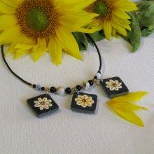 Collier plastron fleurs émaillées sur ardoise montage silicone et perles, création artisanale