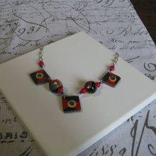 Collier Plastron  pour Femme en Ardoise Emaillée et Perles en Céramique rouge bleu et jaune