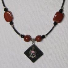 collier pendentif bouddha sur pvc et perles marron