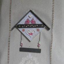 Tableau Cadre Forme Maison en Ardoise et Bois au motif Lapin, Création Originale et Unique