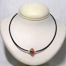 collier rigide une perle sur pvc noir