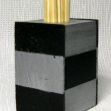 distributeur de cure dents en bois et ardoise déco graphique chic en noir et argent