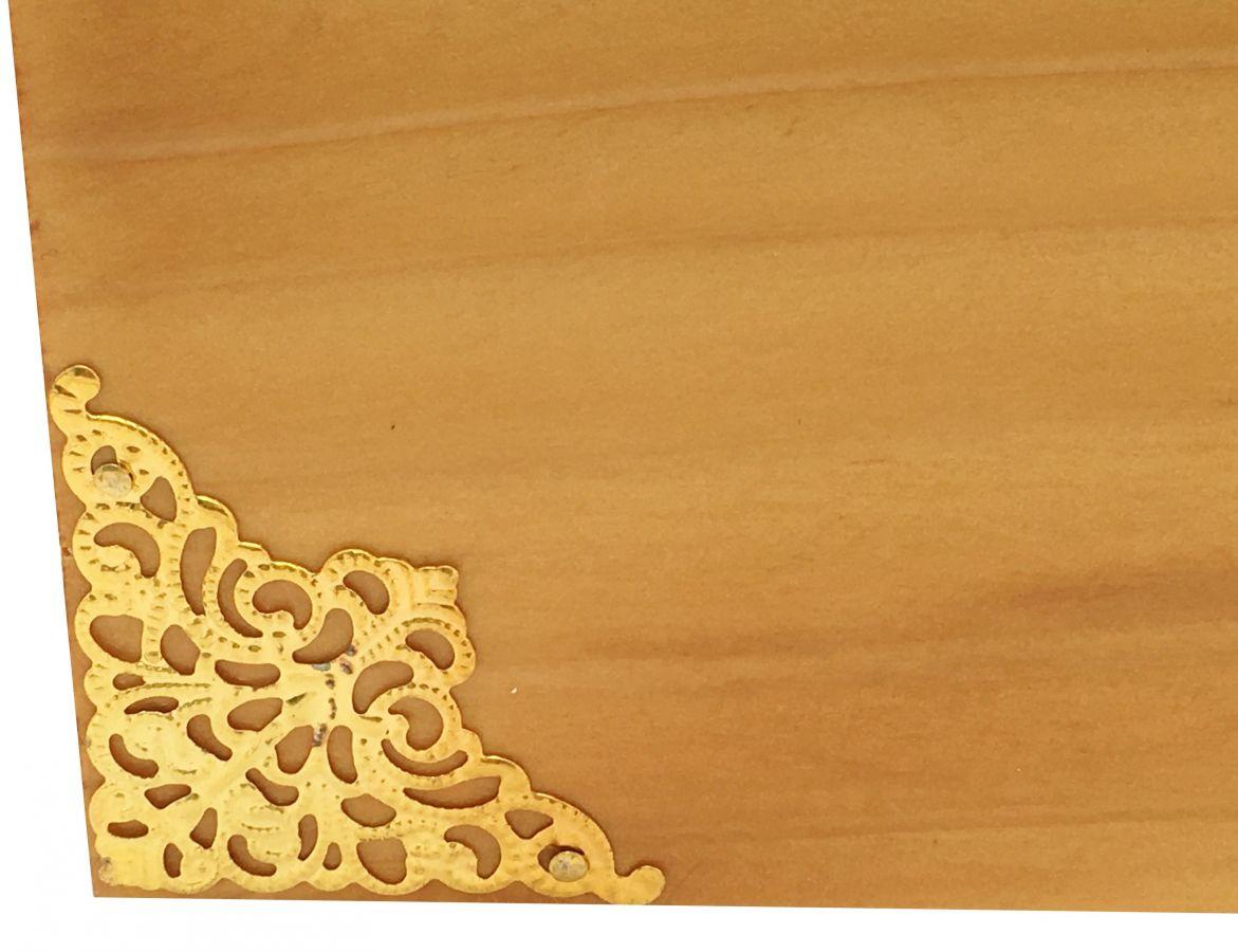 Boite en bois et son couvercle en verre. Model : coeur de miel.