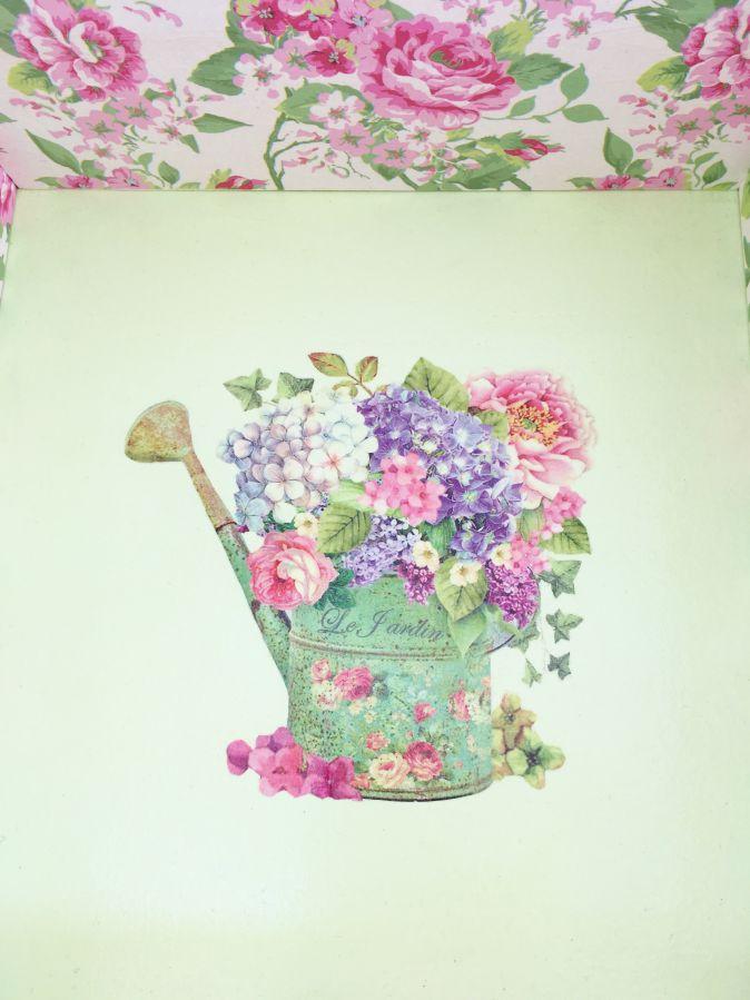 Boite en bois et son couvercle en verre. Model : rose garden