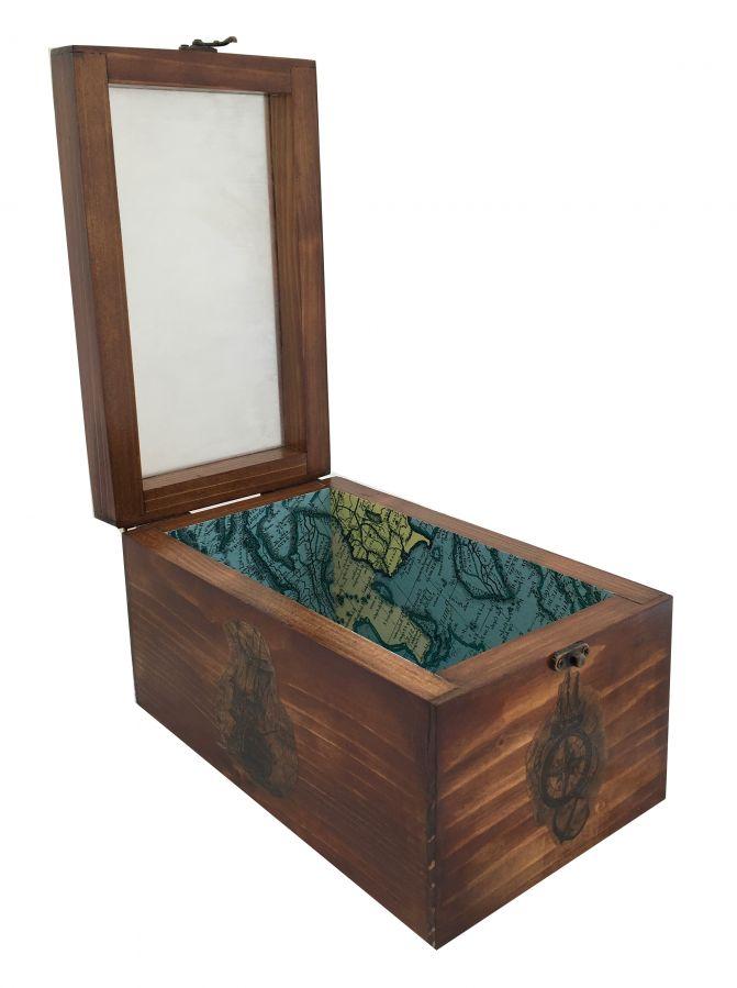 Boite en bois massif et son couvercle en verre. Model : voilier globe-trotter