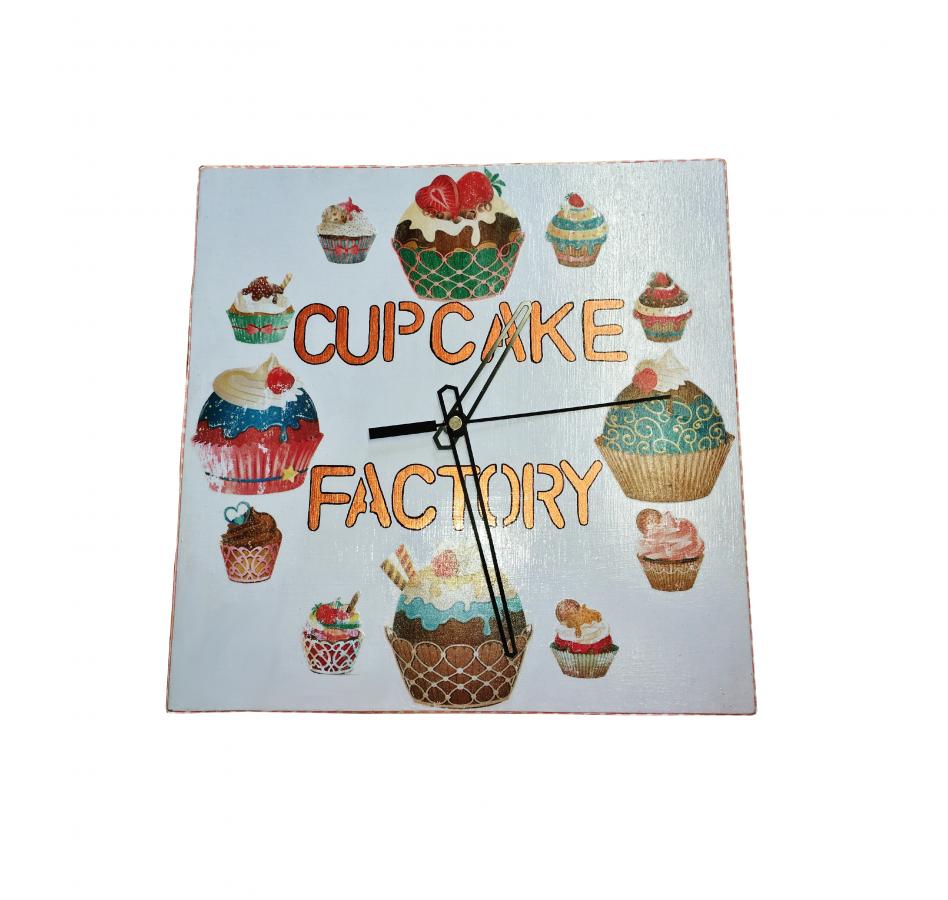 """Horloge en bois carrer model """"cup-cake"""""""