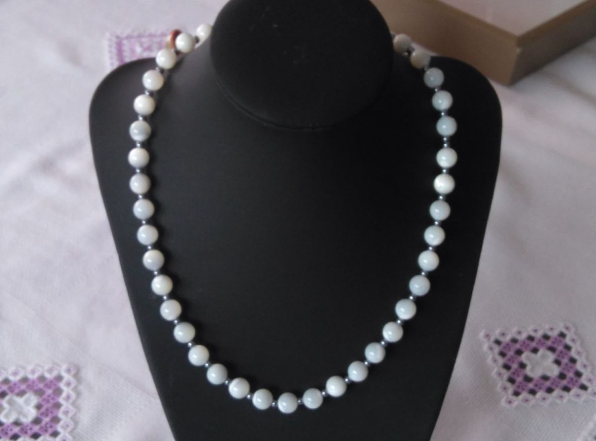 Collier  perles nacre blanches 637