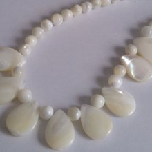 Collier  perles nacre blanches 698