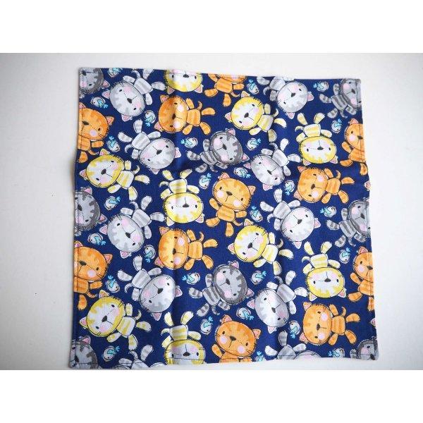 37- Serviette de table 33x33cm, fond bleu chats/fleurs rose