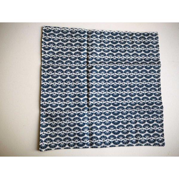 41- Serviette de table 33x33cm, ton bleu coquilles/cigognes en vol