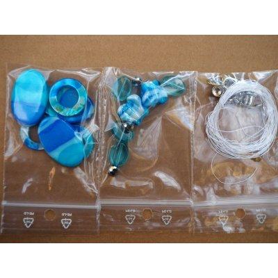 Bel ensemble de perles pour fabriquer un collier ou autre, tons turquoise verre et nacre