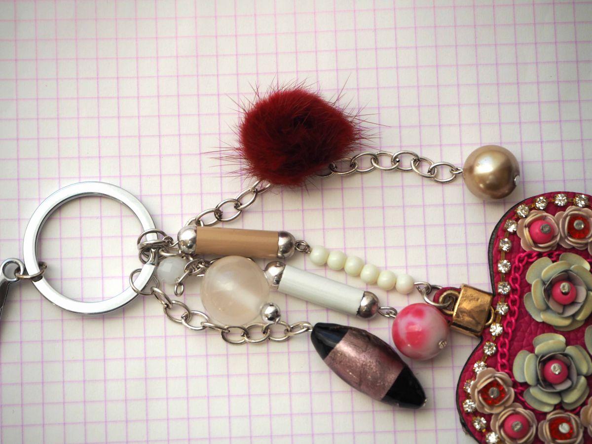 Bijou de sac  gros coeur rose en simili cuir 7x6cm avec strass, perles fleurs et autres, Fête