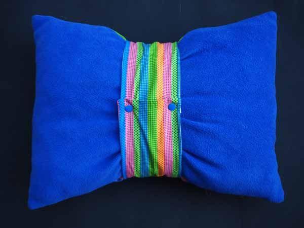 Gros bonbon coussin, tissu motif rayé vert/bleu/jaune , bande amovible , 50x40cm