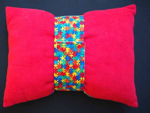 Gros bonbon coussin, tissu motif  puzzle vert/bleu/jaune , bande amovible , 50x40cm