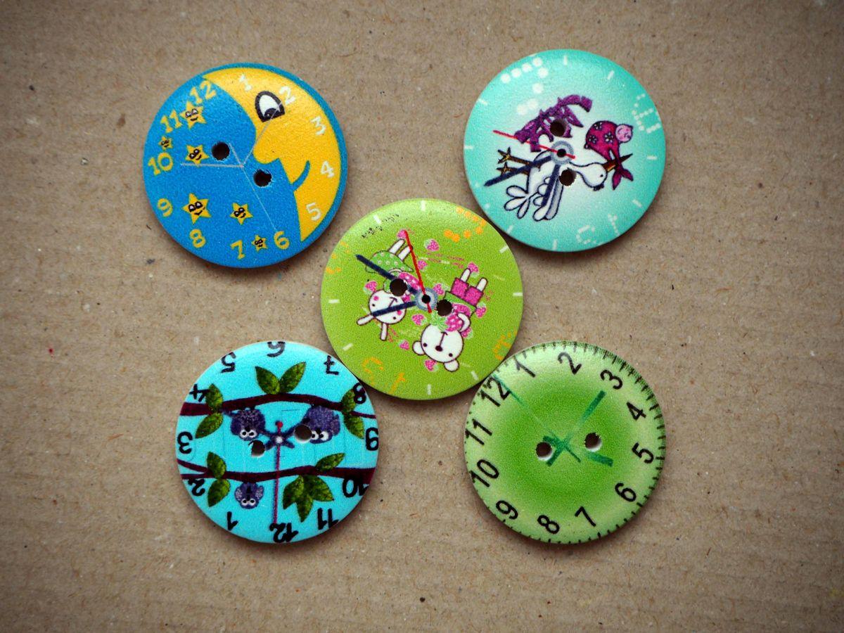 LOT 5 Gros boutons bois avec horloge mais motifs différents,30mm ton vert/bleu