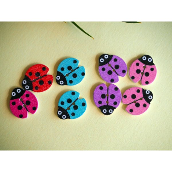 8 boutons bois, COCCINELLES, 18x16mm, 4 couleurs variées et différentes, couture, scrap, déco, customisation..