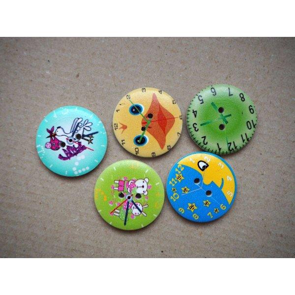 5 Gros boutons bois avec horloge mais motifs différents, 30mm ton vert/bleu/jaune