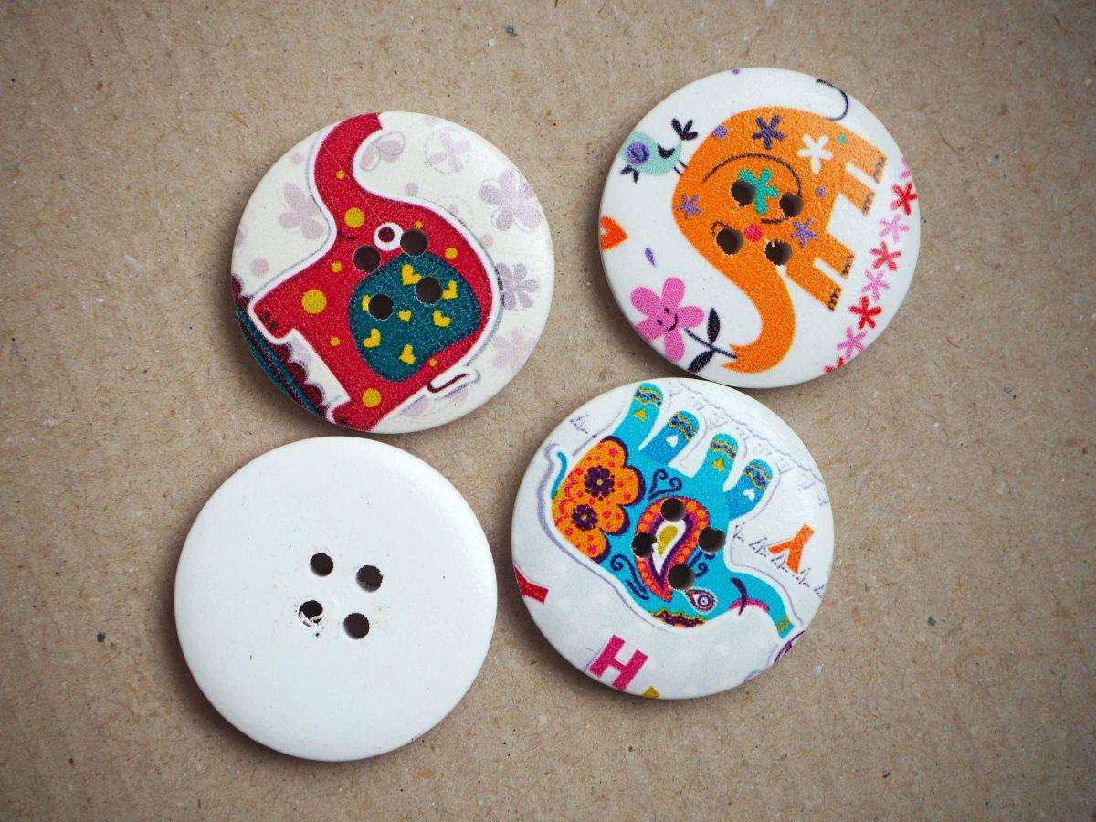 LOT 4 Gros boutons bois éléphants différents,tons rouge/rose/violet