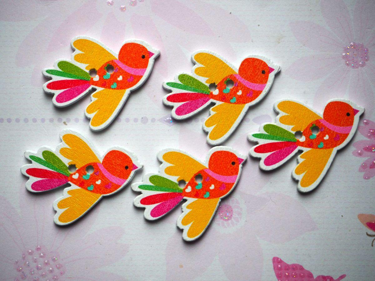 5 boutons bois, OISEAUX qui VOLENT , 27x35mm, 3 couleurs variées et différentes, couture, scrap, déco, customisation..