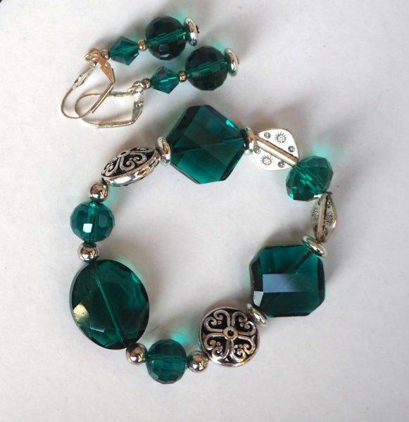 Bracelet+boucles d'oreilles ton vert, verre, cristal, résine, assorti au sautoir vert