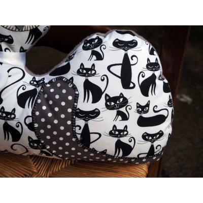 Gros CHAT couché écru avec chats noirs différents, 46x34cm
