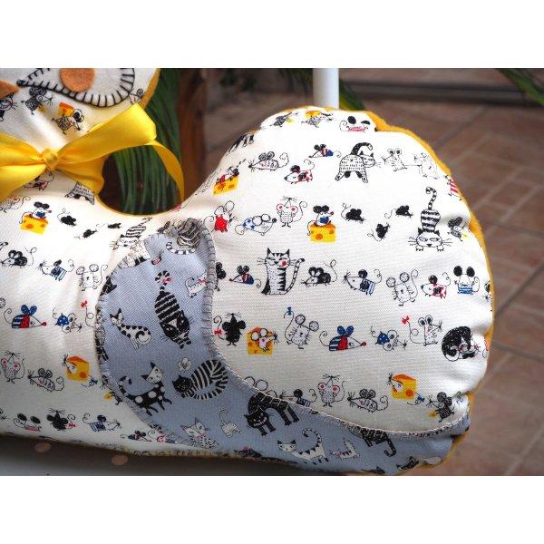 Gros CHAT couché 46x34cm, tissu  blanc  avec chats et souris
