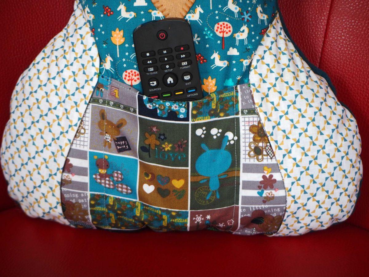 Chouette/hibou debout 41x35cm, tons verts avec chevaux et animaux porte télécommandes, téléphone, sucette enfantcadeau fête