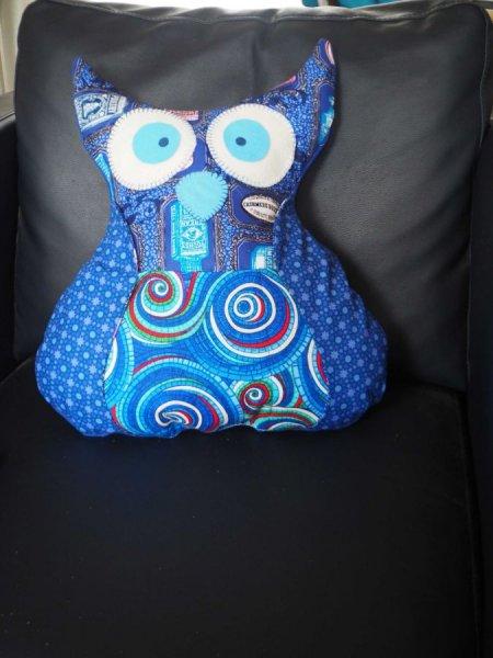 Chouette/hibou debout 41x35cm, tons bleus porte télécommandes, téléphone, cadeau fête