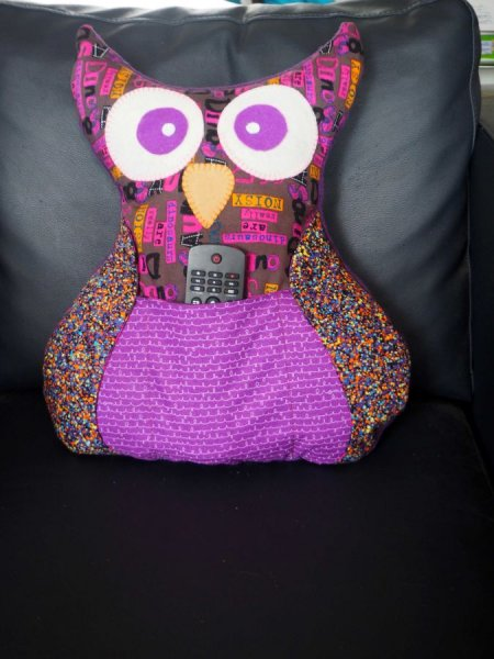 Chouette/hibou debout 41x35cm, tons violets porte télécommandes, téléphone, cadeau fête