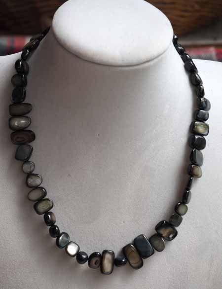 Collier simple nacre, noir, gris, ras du cou, 42cm, nacre irrégulière rectangle de 6 à  12mm