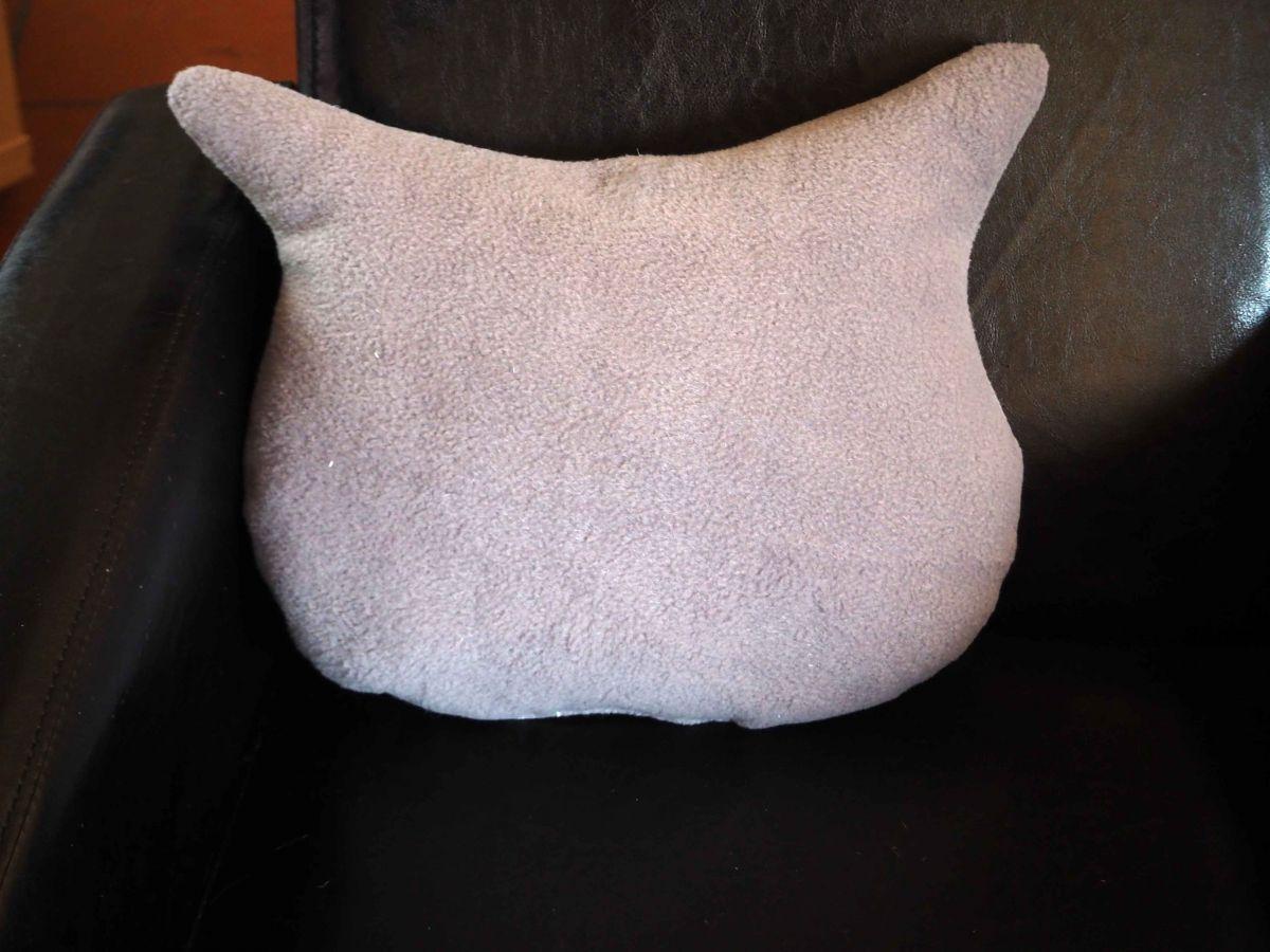 Coussin chouette/hibou, 36x30cm, tissu coton coeurs gris, brodé main