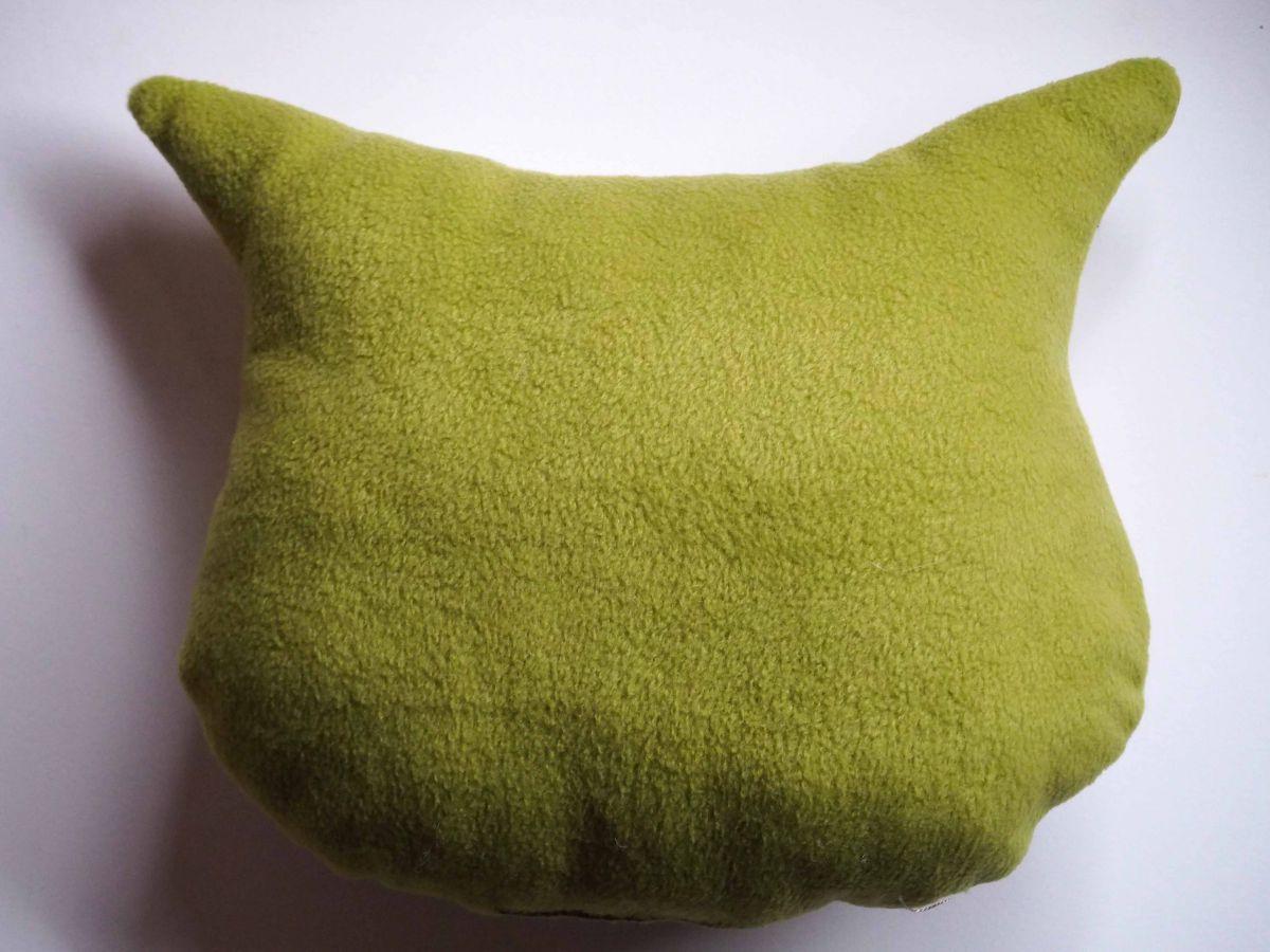 Coussin chouette/hibou, 36x31cm, tissu blanc avec de petites grenouilles, brodé main